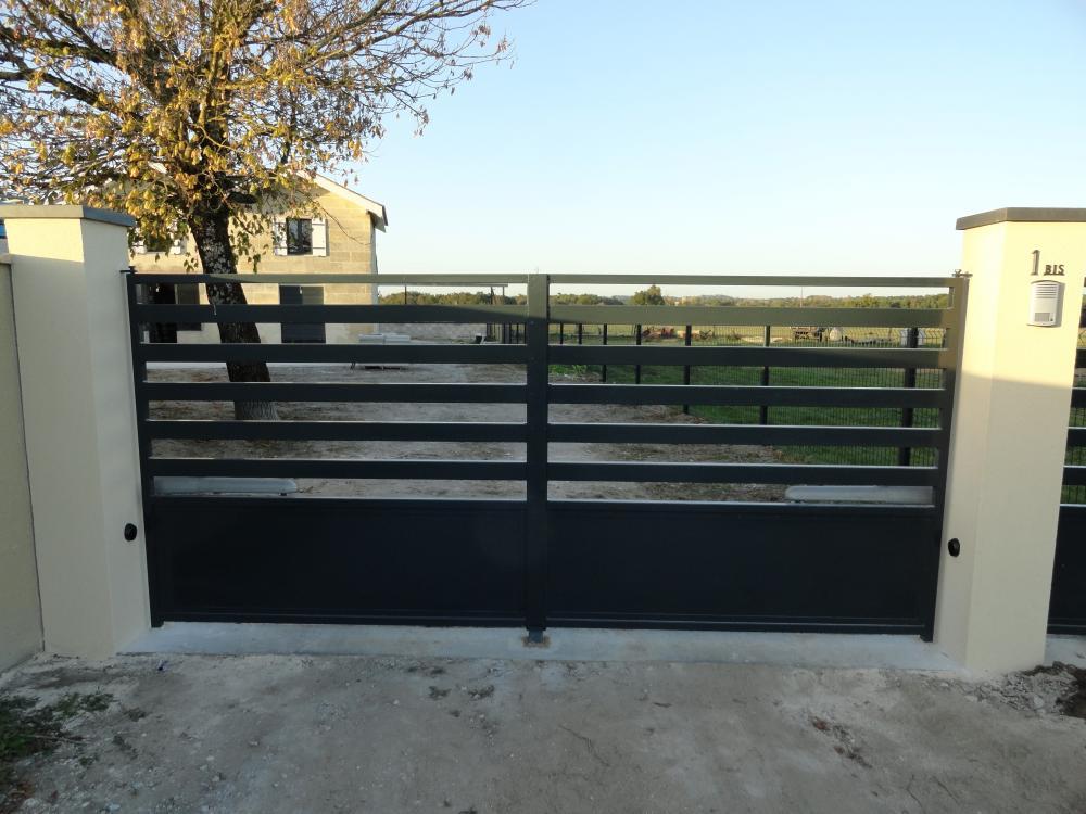 Portail acier traité anti-corrosion thermolaqué résidentiel contemporain