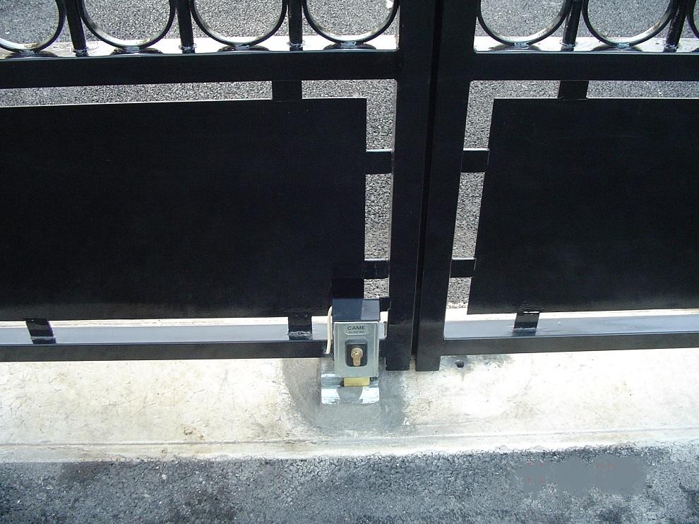 Serrure lectrique portail cl tures for Portail electrique