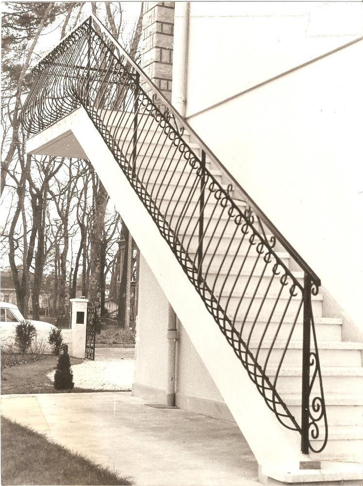 Balcon galbé avec boucle volute