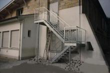 Escalier métallique école